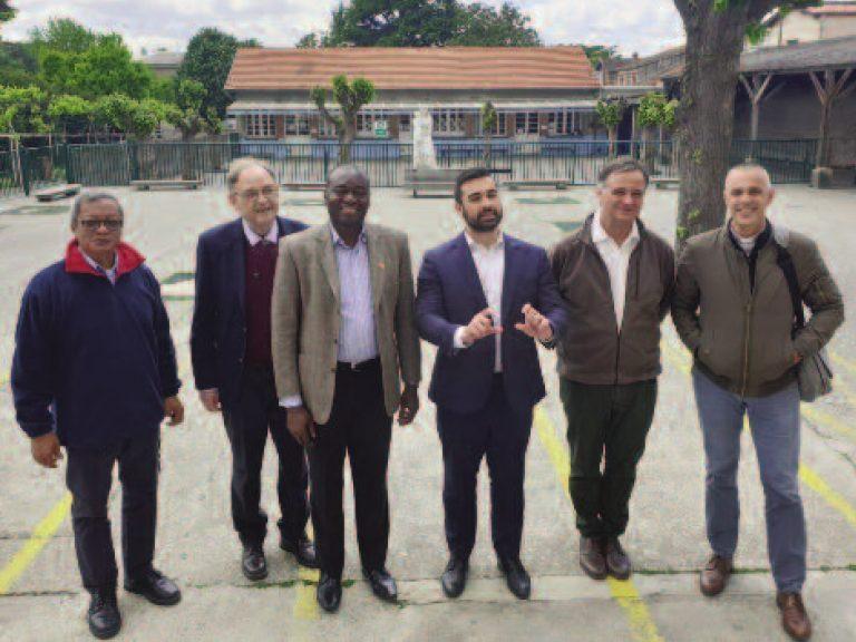 A gauche, Angelo et le maire du quartier entre Norbert et Laurent avec Hervé Gaignard à coté de Laurent